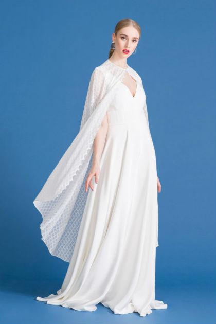 Andrea Hawkes brudekjole uden aermer med v hals