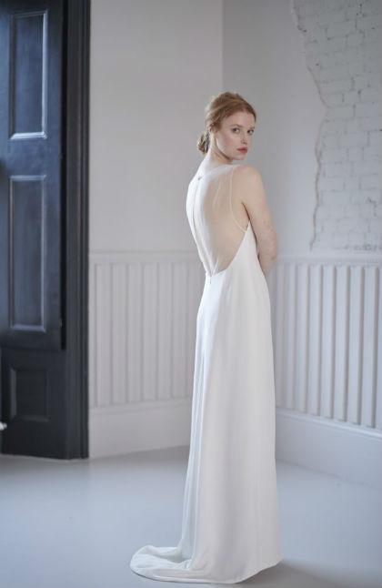 Ace 2 brudekjole fra Andrea Hawkes med dyb ryg og enkel snit