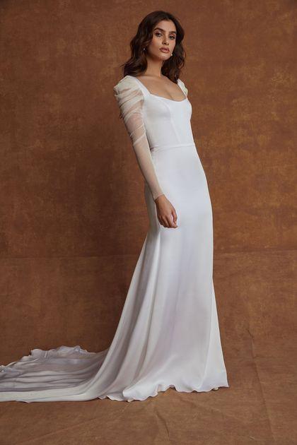 brudekjole med lange ærmer